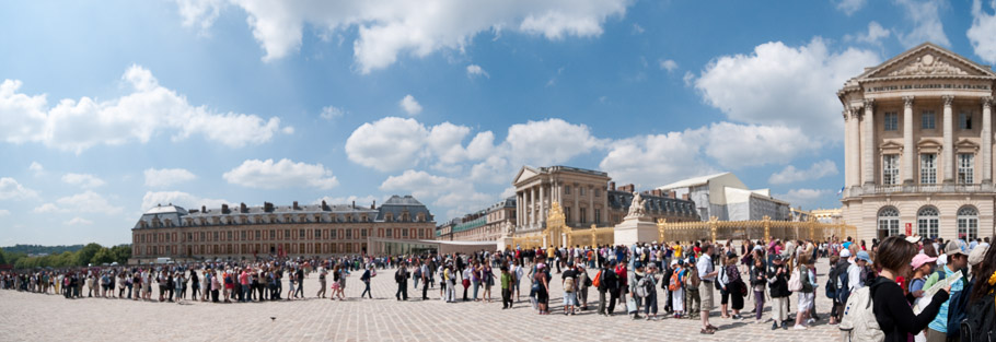 Super long line waiting to get into Versailles